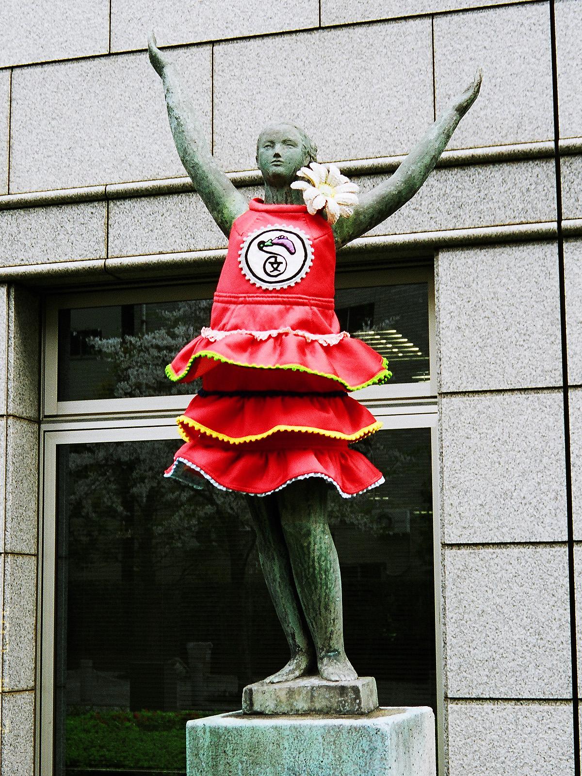 035 文化服装学院の銅像 渋谷区代々木3-22 20070407(07.21.33)