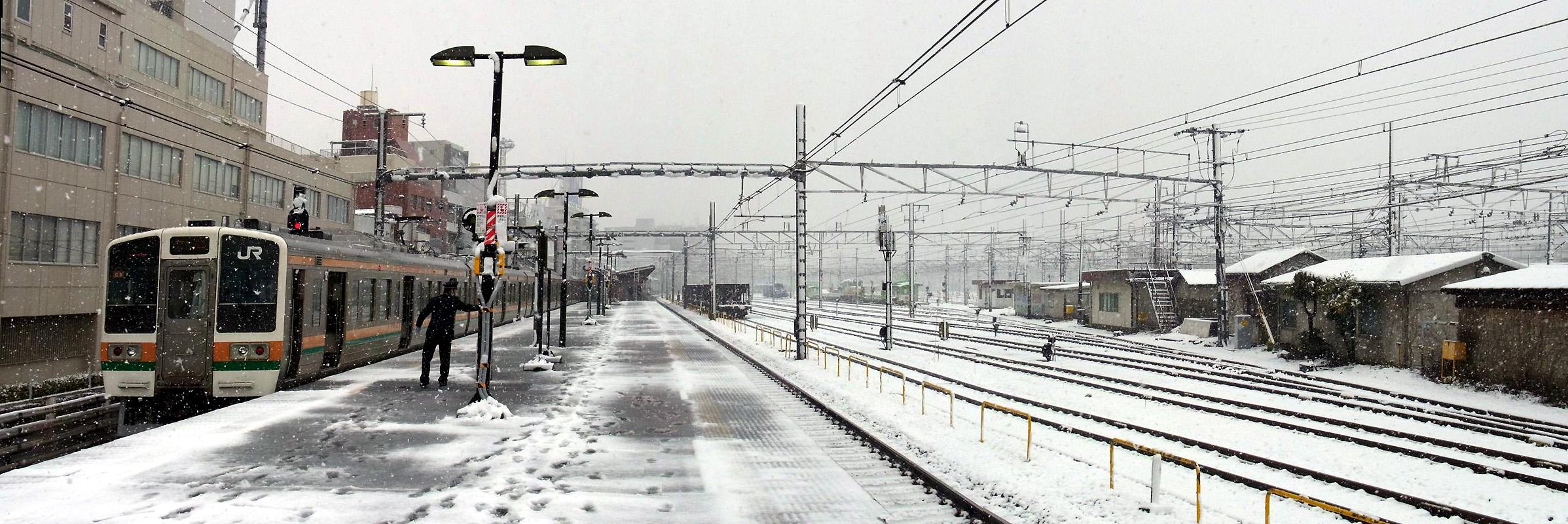 045 雪の尾久駅 北区昭和町1 20120229