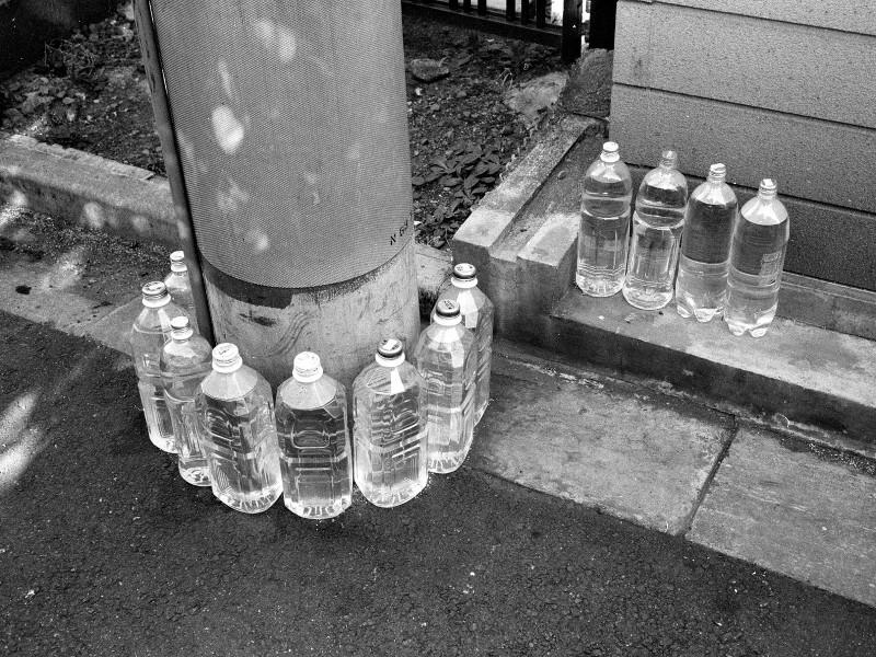 049_2 猫よけペットボトル 新宿区富久町37-8 19940815(94.11.33)