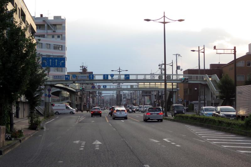 20150809_1 国道1号線・京阪国道口、南大内横断歩道橋(2015_0809_175834)