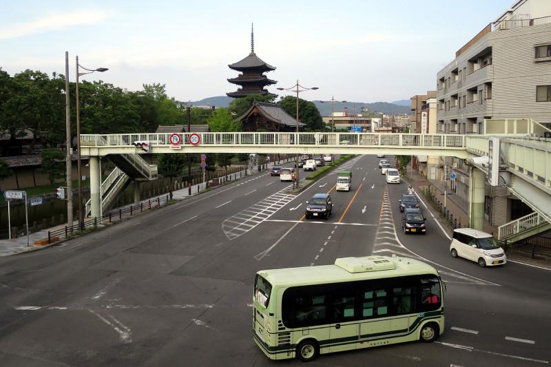 20150809_2 国道1号線・京阪国道口、南大内横断歩道橋(2015_0809_180205)