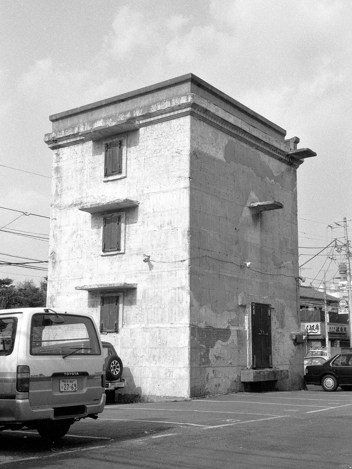 057 本郷通り沿いの謎の建造物 文京区向丘2-8 19940909(94.14.26)