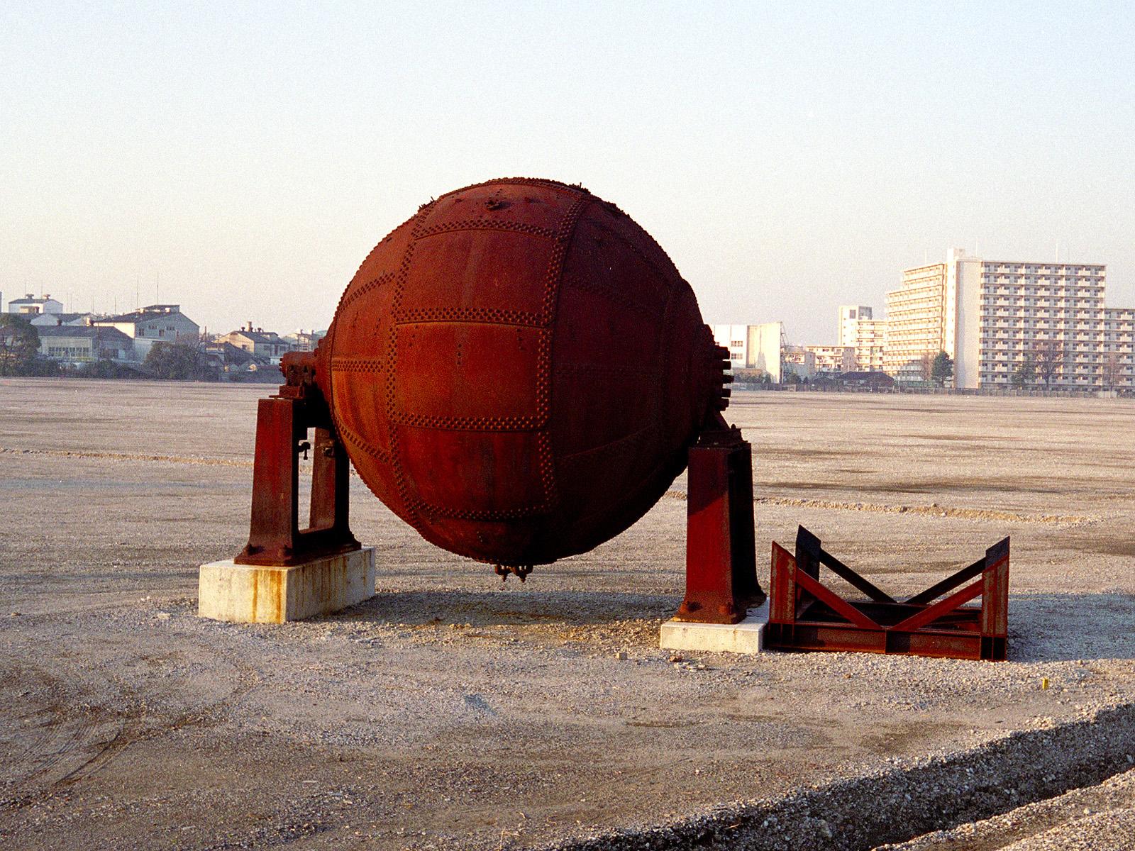069_2 三菱製紙中川工場跡の「地球釜」 20050107(05.04.20)