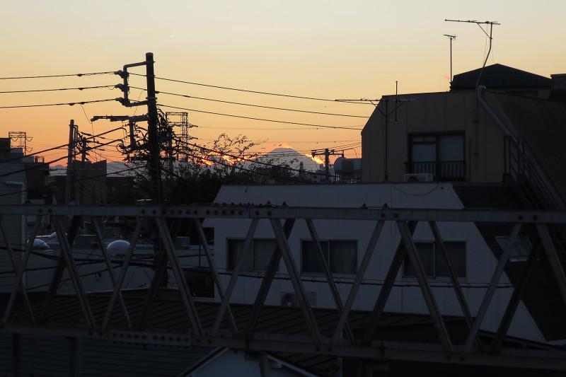 007_3 20151128 沼袋駅より富士山(2015_1128_162959)