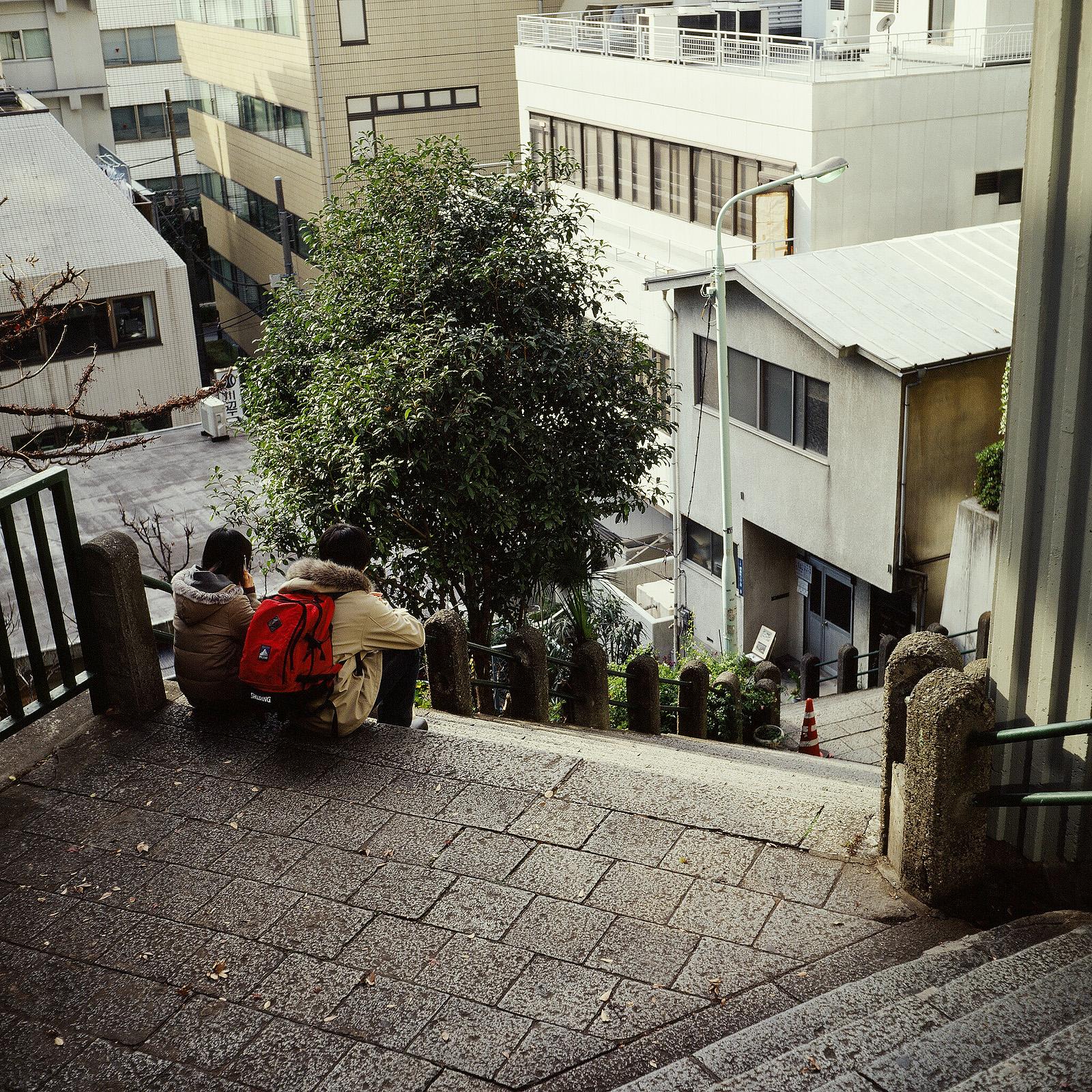 078 女坂(千代田区神田駿河台) 千代田区神田駿河台2、猿楽町2 20021213(02.52.10)