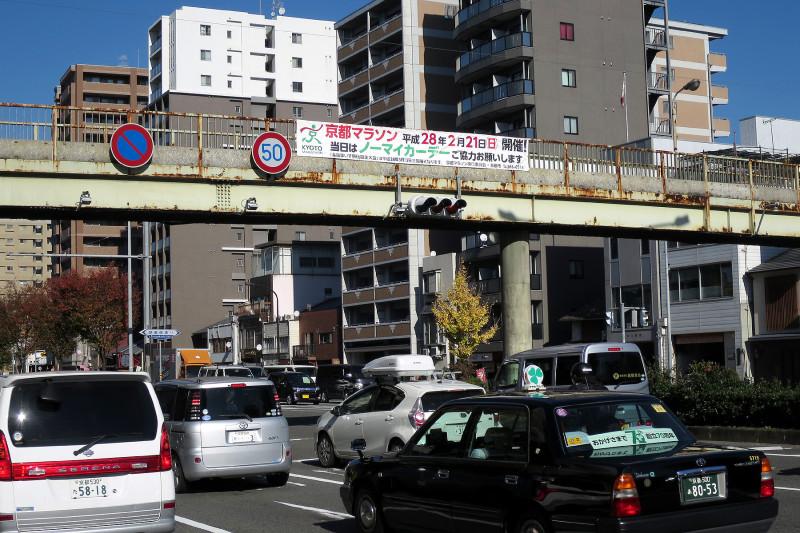20151208_03 堀川通、堀川高校前歩道橋(2015_1208_122241)