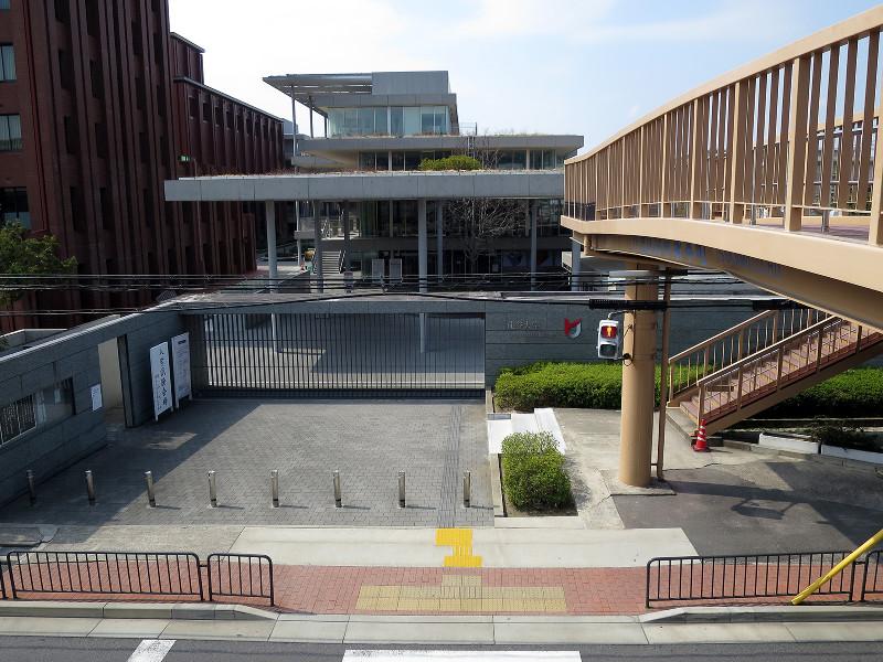 20160305_4 龍谷大学深草キャンパス前、砂川横断歩道橋(2016_0305_124411)