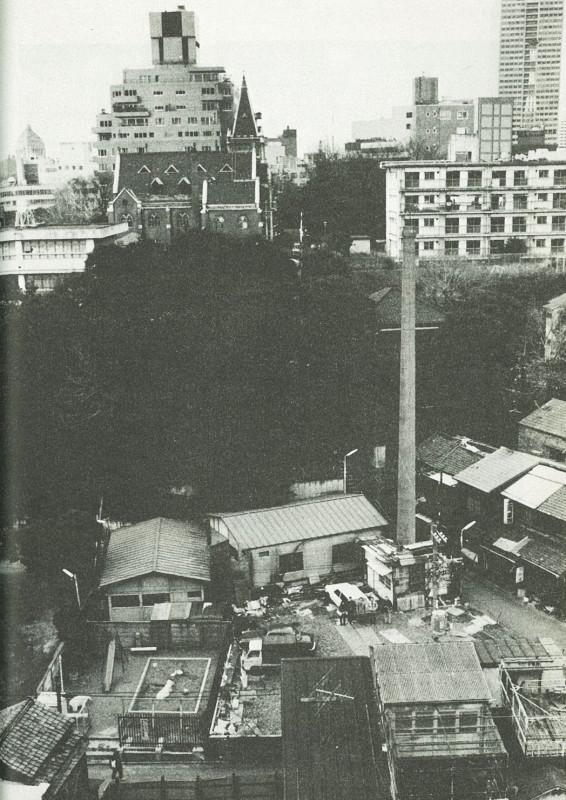 10_2 麻布谷町・天徳湯の煙突(超芸術トマソン(1985年、白夜書房)48頁
