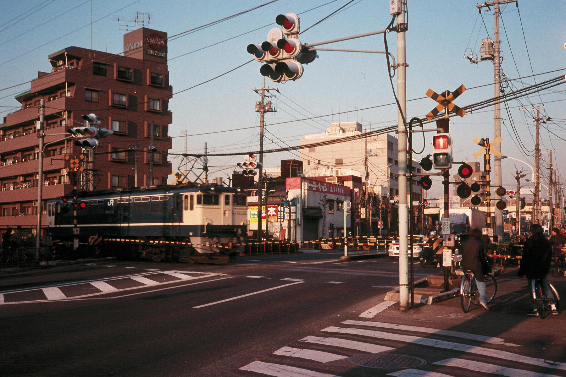 113 新金貨物線・新宿新道踏切(国道6号線)20000211(00.07.01)