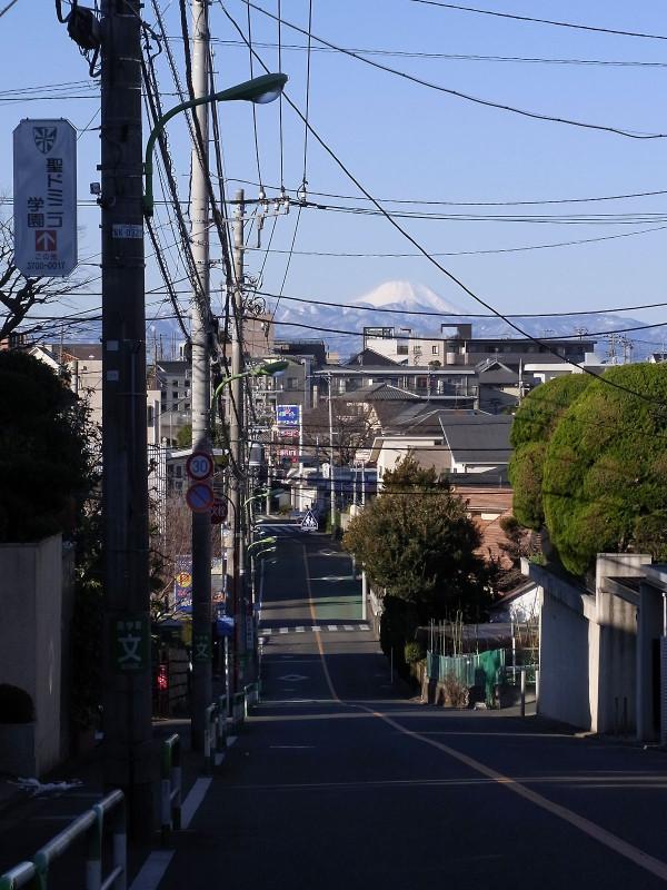 世田谷区岡本1-18と32の間の無名坂より富士山 | 赤猫丸平の ...